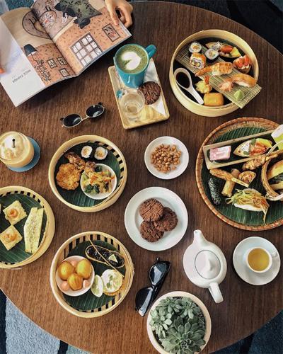 Trà ngon và những món bánh ăn nhẹ là một trải nghiệm mới mẻ để cùng bên nhau trò chuyện đầu năm