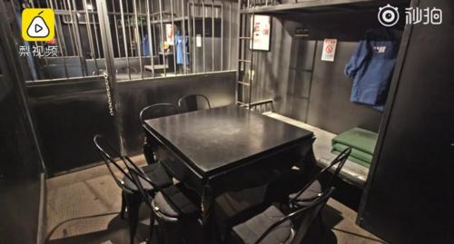 Nhà hàng lúc nào cũng trong tình trạng vắng tanh khách. Ảnh: Shanghaiist.
