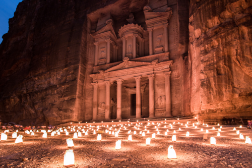 Thành cổ Petra, biển Chết... là một trong những điểm hút khách của Jordan. Ảnh: Look out magazine.