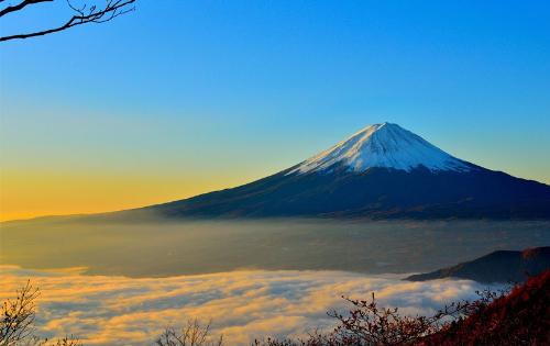 Núi Phú Sĩ biểu tượng của đất nước mặt trời mọc.