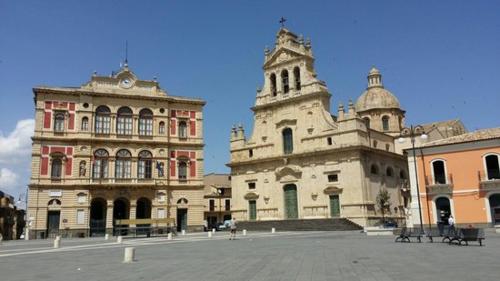 Catania là thành phố lớn thứ hai ở tỉnh đảo miền nam nước Italy, Sicily, sau Palermo. Ảnh: Filmi-onlain.