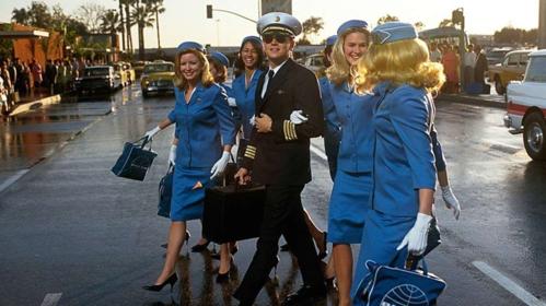 Những tiếp viên ngồi chơi như hành khách trên máy bay