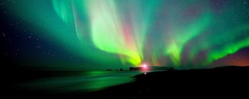 Vô số tia sáng phát ra với vô số màu sắc. Ảnh: Smartwaytravel