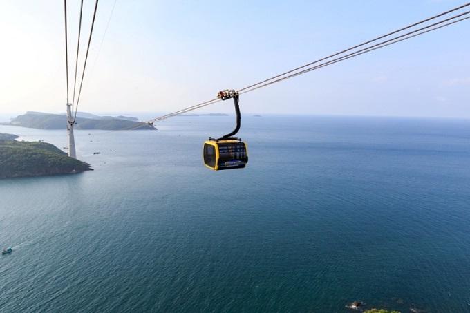 Kỳ nghỉ Tết 2019, Phú Quốc vẫn là một trong nhữngđiểm du lịch hấp dẫn hàng đầu Việt Nam với du khách trong và ngoài nước. Thiên đường biển đảo hiện vào mùa đẹp nhất. Xuôi về phía Nam, tổ hợp vui chơi giải trí Sun World Hon Thom Nature Park cũngmang đến vô vàn trải nghiệm hấp dẫn cùng hàng loạt ưu đãi lớn áp dụng riêng trong Tết này.