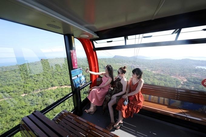 Từ ngày 5/2-14/2 (tức mồng 1 đến mồng 10 Tết), Sun World Hon Thom Nature Park triển khai chương trình ưu đãi đặc biệt, giảm 35% giá vé cáp treo Hòn Thơm cho du khách, chỉ còn 200.000 đồng/vé người lớn và 130.000 đồng/vé trẻ em. Riêng du khách là người Kiên Giang được hưởng chính sách ưu đãi lớn chưa từng thấy, tri ân người dân bản địa - chỉ còn 100.000 đồng/vé cáp treo, dành cho cả người lớn và trẻ em.
