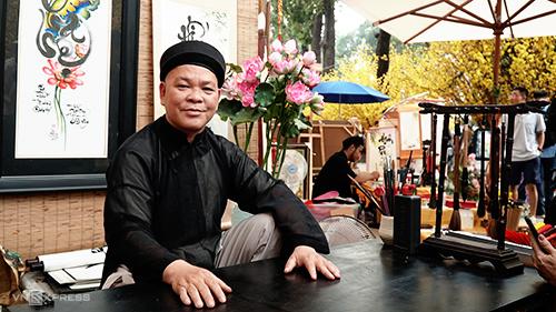 Ông Hải đã 13 năm có mặt tại phố ông Đồ Sài Gòn. Ảnh: Phong Vinh.
