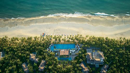 Với hướng nhìn thẳng biển Non Nước cùng thiết kế hiện đại, khu nghỉ dưỡng Premier Village Danang Resort Managed by AccorHotels liên tiếp giành được thứ hạng cao trong các cuộc bầu chọn quốc tế.