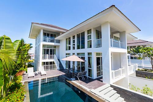 Premier Village Danang Resort Managed by AccorHotels mang tới không gian nghỉ dưỡng vừa sang trọng, hiện đại, vừa thoáng đãng và gần gũi với thiên nhiên.