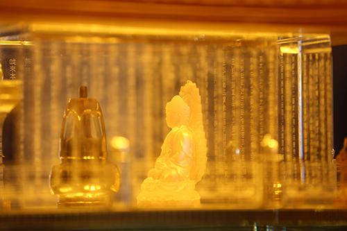 Ngày 02/2/2019, trong không khí đón một mùa xuân tràn đầy sức sống mới trên miền cao Tây Bắc, du khách và Phật tử bốn phương hoan hỉ chiêm bái xá lợi Phật linh thiêng được đặt trang trọng và tôn nghiêm trong lòng Đại tượng Phật A Di Đà, bức tượng Phật bằng đồng cao nhất Việt Nam nằm trong quần thể tâm linh kỳ vĩ trên đỉnh Fansipan.