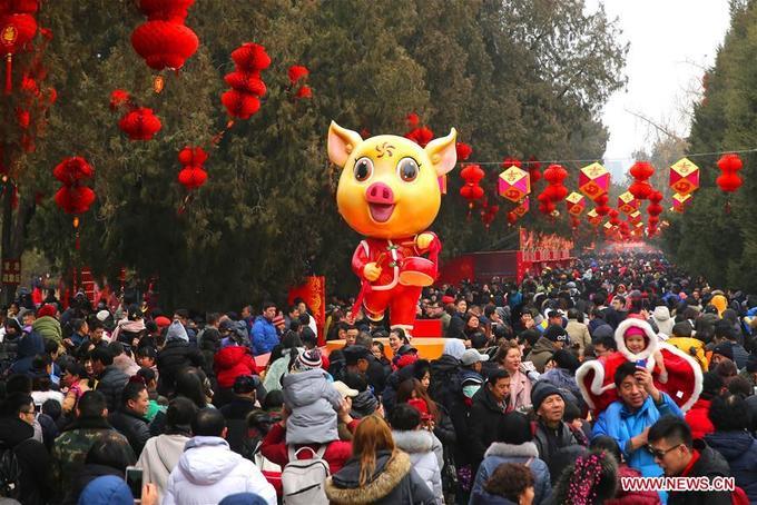 Hàng trăm triệu người Trung Quốc chen chân đi chơi Tết Nguyên đán