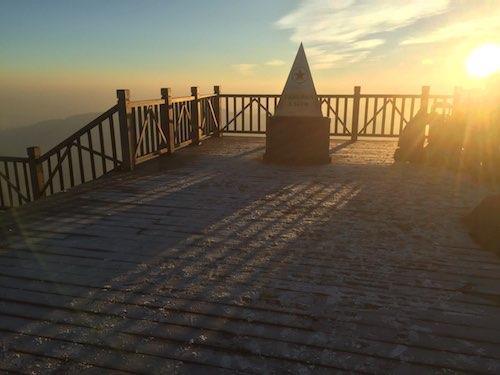 Từ mồng Hai đến sáng mồng Bốn Tết Kỷ Hợi, đỉnh Fansipan dao động 1-3 độ vào đêm và sáng sớm, xuất hiện băng giá. Từ trưa, nhiệt độ tại nóc nhà Đông Dương lên khoảng 10-13 độ, thích hợp cho các hoạt động vui chơi, thưởng ngoạn của du khách.