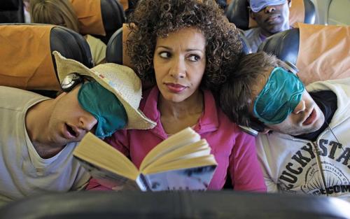 Nếu đổi chỗ trên máy bay, hành khách có thể tự đẩy mình vào thế khó. Ảnh:Travel + Leisure.
