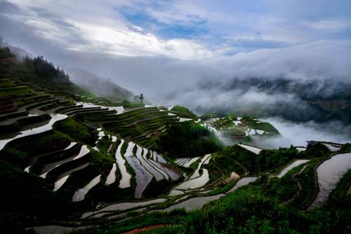 Thiên nhiên hùng vĩ cùng phong cảnh hữu tình ở Quý Châu được nhiều du khách yêu mến. Ảnh: hello-fujian.