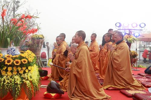 Là lễ hội thường niên tại Fansipan vào đầu tháng Giêng, hội xuân Mở cổng trời và lễ hội khèn hoa năm nay thu hút hàng chục nghìn du khách đến trải nghiệm những ngày đầu năm mới.