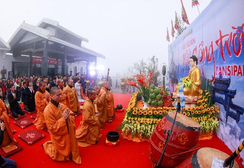 Năm nay, hội xuân mở cổng trời và lễ hội khèn hoa diễn ra tại Sun World Fansipan Legend với quy mô lớn cùng nhiều hoạt động đặc sắc trở thành điểm đến không thể bỏ qua của du khách thập phương tại miền Bắc.