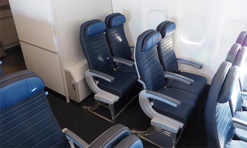 Dù đi bất kỳ đâu, chuyến bay ngắn hay dài,John Burfitt chỉ chọn hàng ghế cuối cùng. Ảnh: The Points Guy.