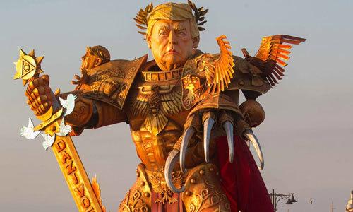 Lễ hội hóa trang lớn nhất Italy dựng tượng Trump như dũng sĩ