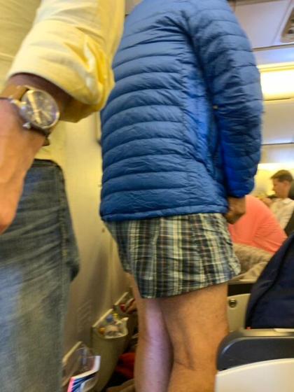 Người đàn ông gây khó chịu trên chuyến bay. Ảnh: Lizze Thompson.