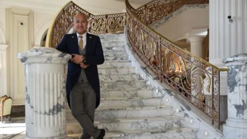 Harold đang làm giám đốc bộ phận hỗ trợ khách hàng tại khách sạn Palace Habtoor Dubai. Ảnh: CNN.