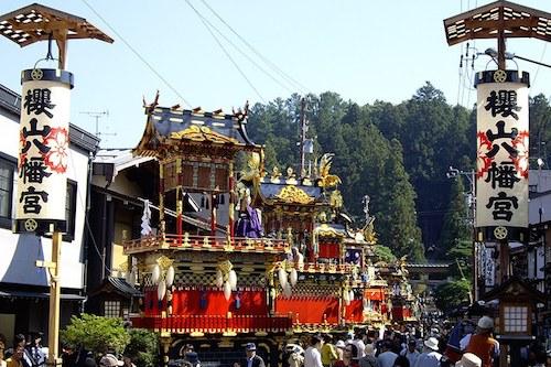 Lễ hội Takayama là một trong những lễ hội lớn vào mùa xuân ở Nhật Bản. Ảnh: Artforia.