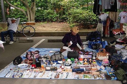 Chợ O-i Keibaijoở Tokyochỉ mở cửa 2-3 lần một tháng, thời gian hoạt động từ9h đến15h. Mặc dù chỉ có khoảng 600 gian hàng nhưng bạn có thể tìm được mọi thứ tại đây từ quà lưu niệm đến đồ điện tử. Không chỉ có giá thành rẻmà chất lượng những món đồ được bày bán ở đây cũng rất tốt. Nếu may mắn, du khách có thể tìm thấy những món đồ cổ không còn sản xuất đại trà trên thị trường. Ảnh: Naganumavietnam.