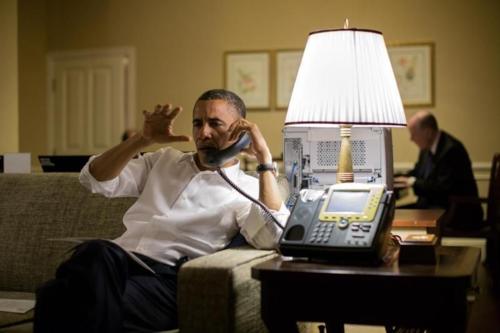 Tổng thống Obama tại phòng khách sạn ở Campuchia năm 2012. Ảnh: Pete Souza/Nhà Trắng.
