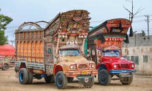 Những chiếc xe tải đầy màu sắc ở Pakistan
