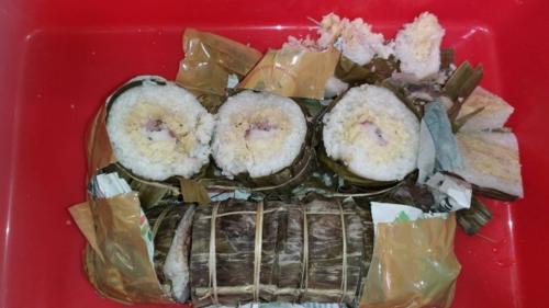 Chiếc bánh tét nhân thịt lợn, đậu xanh bị thu giữ. Bánh tét của Việt Nam to gấp khoảng 2-3 lần bánh tét của người Đài Loan gọi là zongzi. Ảnh: Cục Kiểm dịch Động Thực vật Đài Loan.