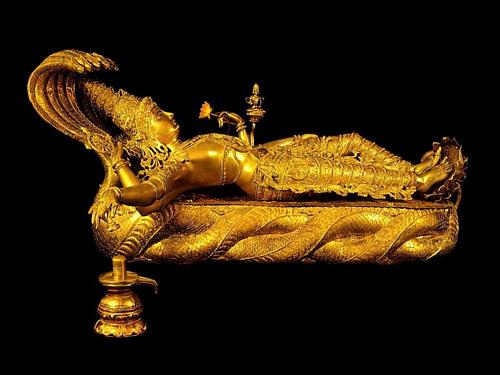 Bức tượng tạc đấng Vishnu nặng 32 kg được tìm thấy trong kho báu phía dưới lòng đất của ngôi đền. Ảnh: Amusing Planet.