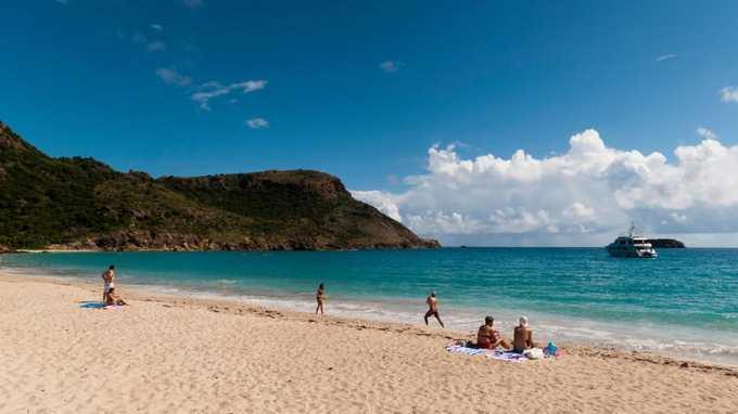 10 bãi tắm khỏa thân được du khách yêu thích nhất thế giới