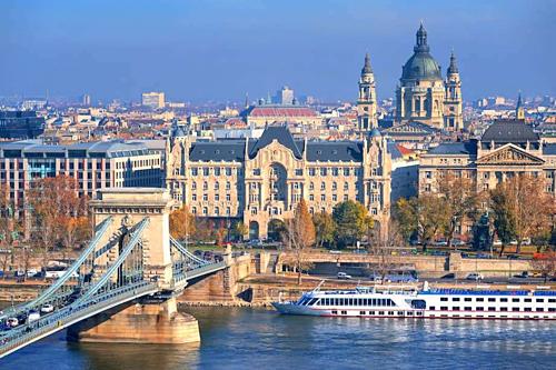 Nhiều doanh nghiệp lữ hành giảm giá mạnh các tour đi châu Âu tại sự kiện. Ảnh: The Big Bus.