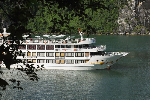 Các du thuyền Oriental Sails và Calypso... được biết đến rộng rãi trong mắt khách du lịch trong nước và nước ngoài.
