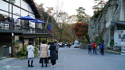 Nằm ở phía Tây Bắc thành phố Utsunomiya,bảo tàng lịch sử Oya là một trong những điểm dừng chân không thể bỏ qua trong hành trình khám phá tỉnh Tochigi, Nhật Bản. Bên ngoài bảo tàng có quán cà phê, cửa hàng bán đồ lưu niệm được làm bằng đá.