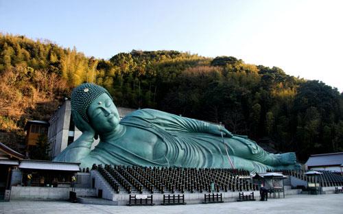 Đền Nanzoin vốn nổi tiếng với tượng Phật nằm khổng lồ mang tênNebotoke-san. Ảnh:Japan Visitor.
