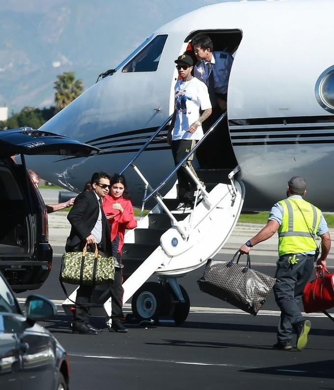 Tỷ phú trẻ nhất thế giới thích đi du lịch bằng máy bay riêng