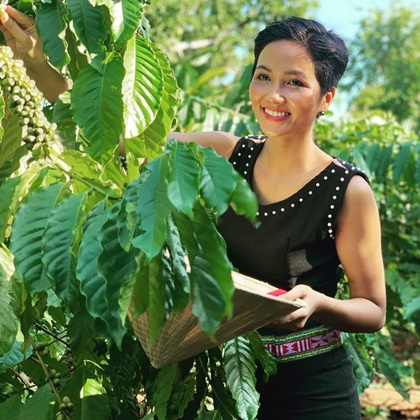 Gắn bó với cây cà phê từ bé, Hen tự hào khi mình được đóng góp công sức để quảng bá hình ảnh cà phê Việt.