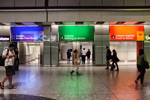 Nơi khai báo hải quan tại sân bay Heathrow, Anh. Ảnh:Travel Stack Exchange.