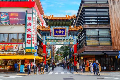 Sau đó chúng ta sẽ có cả một ngày để khám phá thành phố Yokohama, một nơi cũng tấp nập không kém Tokyo với những công trình kiến trúc mang đậm phong các Tây phương như nhà kho gạch đỏ Yokohama hay, khu phố Trung hoa náo nhiệt ngập tràng các cửa hàng ẩm thực, mua sắm.  Hãy cùng tận hưởng một mùa hè thật năng động và tươi tắn cùng Sông Hàn tourist nhé!