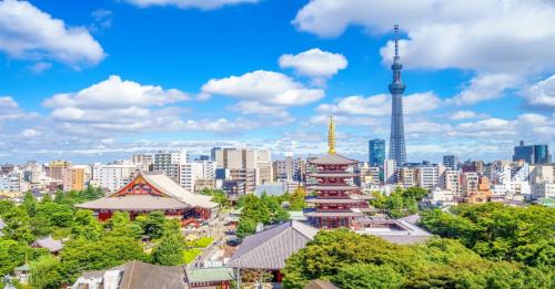 Tiếp đến chúng ta sẽ đi chuyển đến thành phố nhộn nhịp Tokyo và cùng khám phá những địa điểm nổi tiếng như chùa cổ Asakusa Kannon – ngôi chùa cổ và linh thiêng nhất Tokyo. Ngắm tháp truyền hình cao nhất thế giới Tokyo Sky Tree, mua sắm thỏa thích tại khu phố sầm uất Ginza.