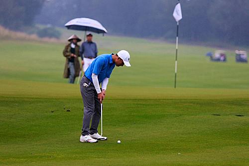 Các đại biểu dự APEC chơi trênsân golf Montgomerie Links giữa Hội An và Đà Nẵng năm 2017. Ảnh: Phong Vinh.