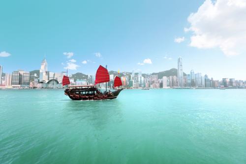 Hong Kong nổi bật dày đặcnhững toà nhà cao tầng hiện đại.