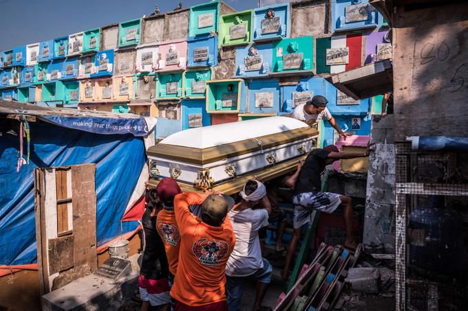 Nơi dân 'sống chung' với người chết ở Philippines