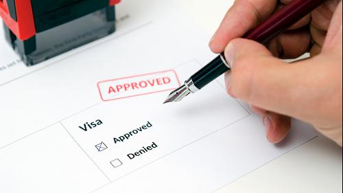 Du khách cần dành thời gian tìm hiểu kỹ việc xin visa trước chuyến đi.