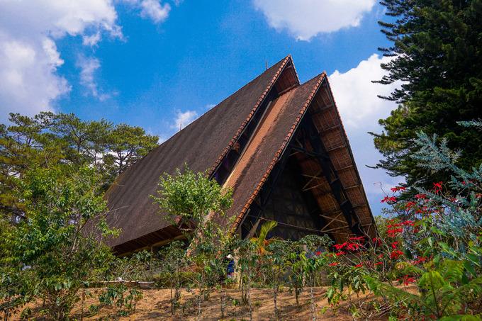 Nhà thờ gỗ mang kiến trúc nhà rông ở Đà Lạt
