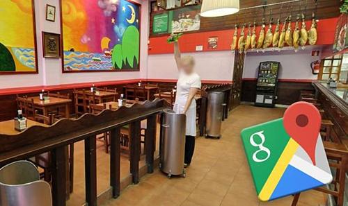 Google Maps chụp được hành động kỳ lạ của nữ nhân viên quán bar: đổ rượu vào thùng rác. Ảnh: Express.