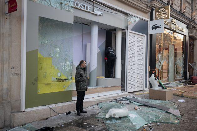 Đại lộ đắt đỏ nhất thế giới tan hoang sau bạo loạn ở Paris - Du Lịch