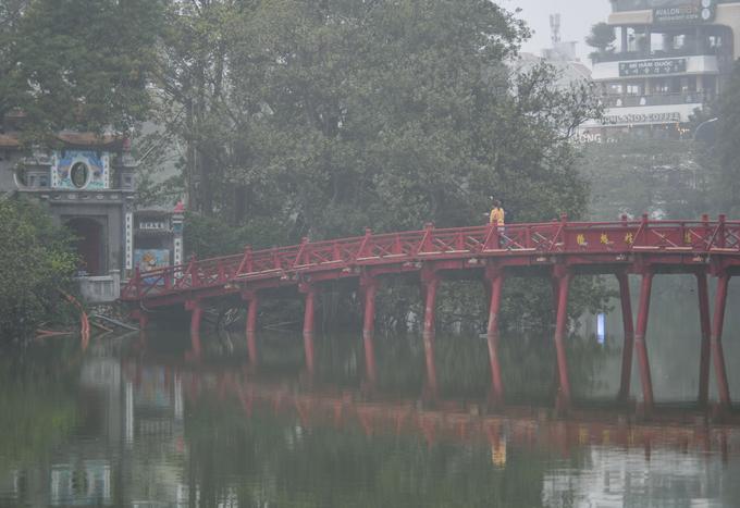 Hà Nội mờ ảo trong sương mù