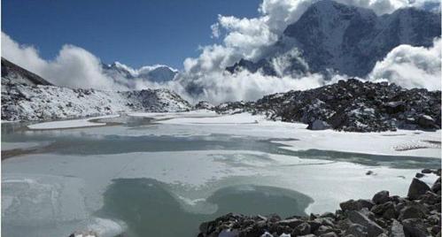 Sông băng Khumbu ngày càng mở rộng. Ảnh:C. Scott Watson/Đại học Leeds.