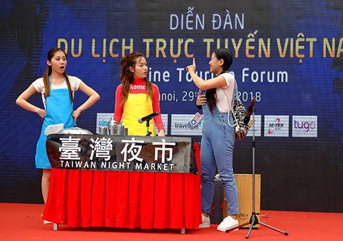 Đài Loan biểu diễn tại sân khấu ngoài trời của hội chợ năm ngoái. Ảnh: Hương Chi.