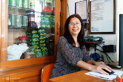 Cô Kim Hoa năm nay đã ngoài 50 tuổi. Ảnh: Di Vỹ.